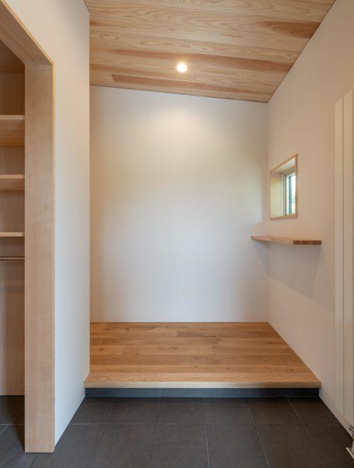 傾斜地に建つ眺望の家縦イメージ02