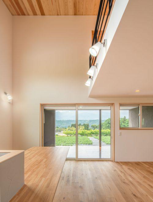 傾斜地に建つ眺望の家縦イメージ07