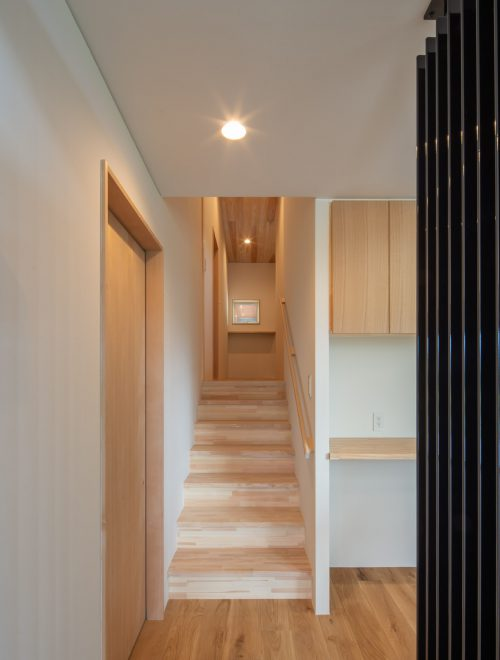 傾斜地に建つ眺望の家縦イメージ05