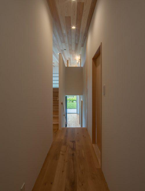 傾斜地に建つ眺望の家縦イメージ04