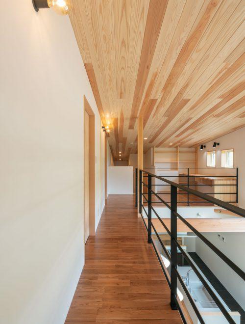 傾斜地に建つ眺望の家縦イメージ08